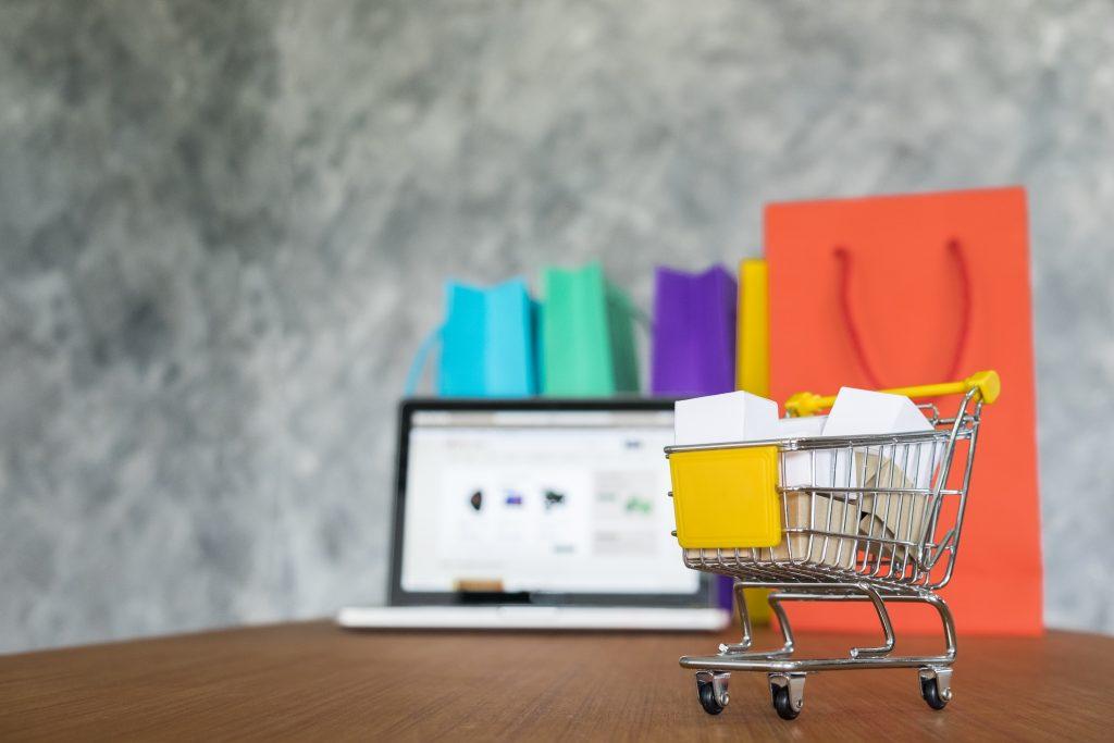 Website bán hàng là một công cụ hữu ích và phổ biến hiện nay. Với những lợi ích đáng kể, đây là một khoản đáng đầu tư của doanh nghiệp.