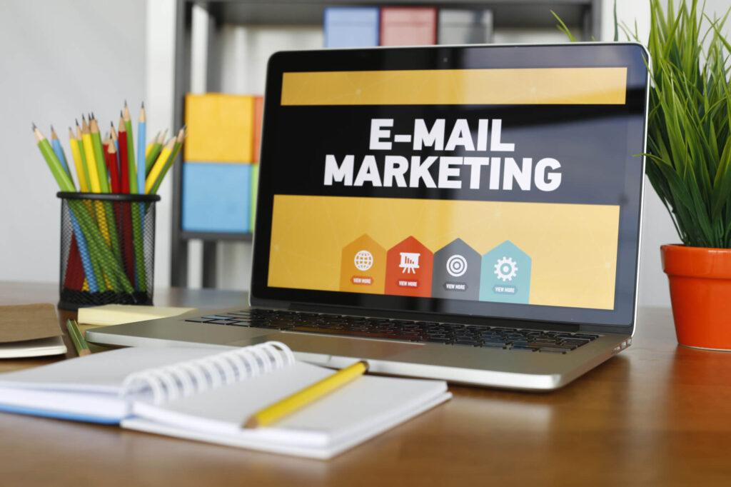 Nếu như doanh nghiệp của bạn đang tìm kiếm phần mềm email marketing phù hợp, bạn có thể tham khảo qua danh sách những phần mềm miễn phí này.